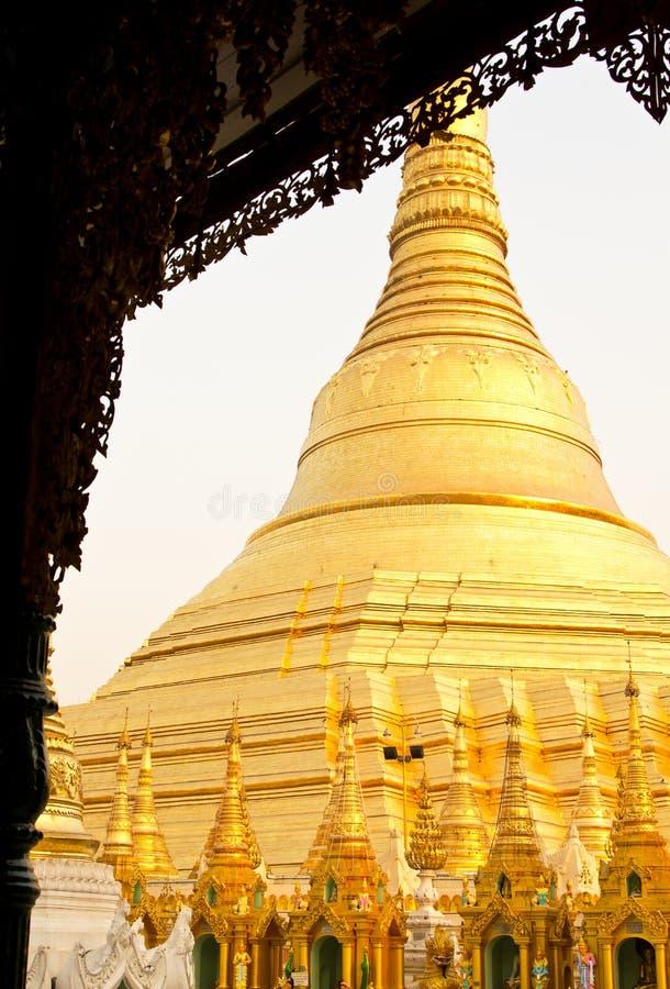 schwedagon yangon paya стоковое изображение