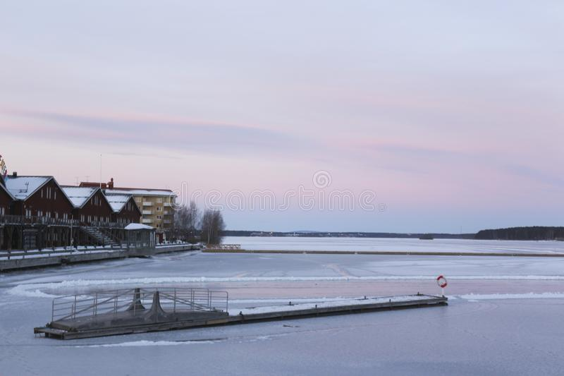 Schweden, LuleÃ¥-Wintermorgen, Ansicht über Luleälven lizenzfreie stockfotografie