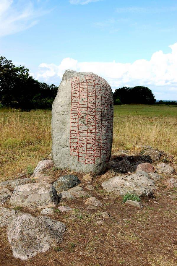 Schweden-Stein mit Runebeschreibung stockfoto