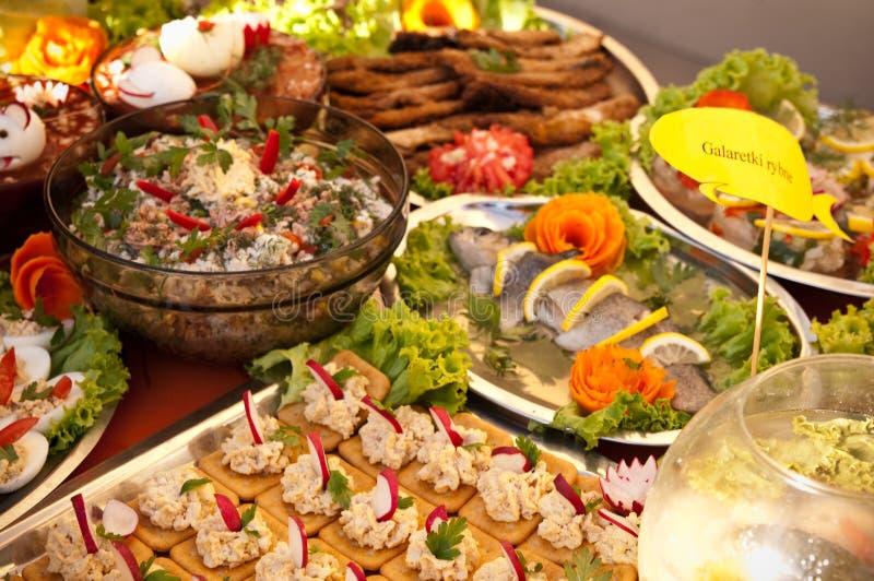 Schwedische Tabelle von Fischgerichten stockbild