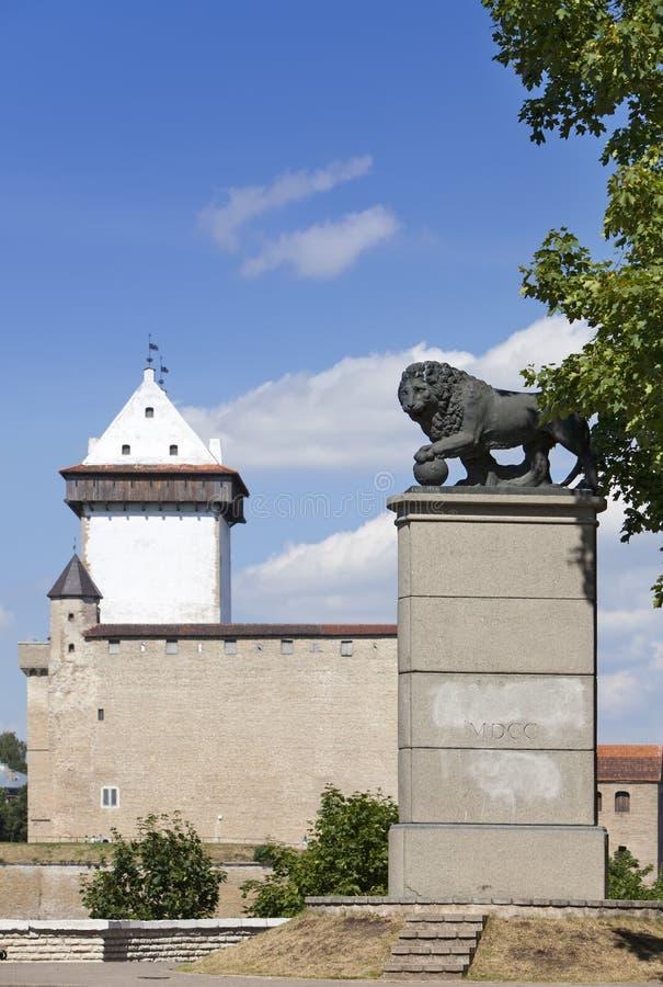 Schwedischer Löwe des Monuments in Narva, Estland stockbild