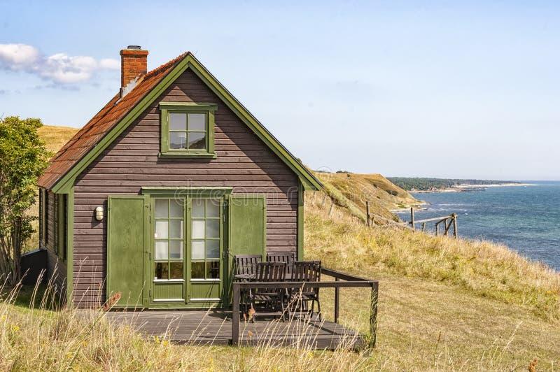 Schwedisches Küstenlinien-Haus lizenzfreie stockfotografie