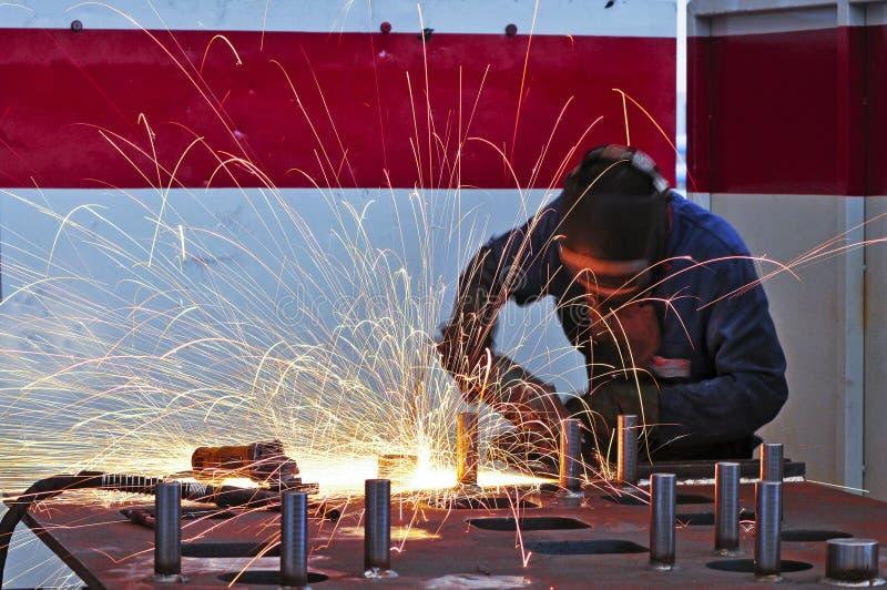 Schweißer auf Arbeit lizenzfreies stockfoto