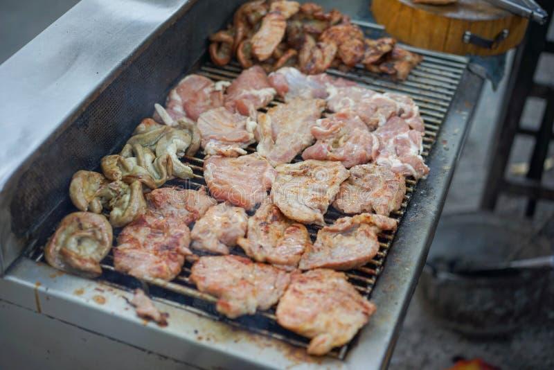 Schweinefleisch-Grill auf dem Ofen lizenzfreies stockbild