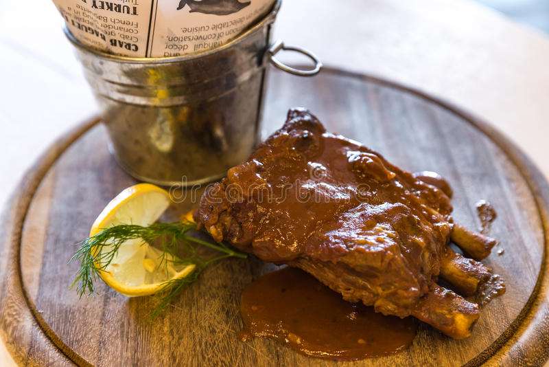 Schweinefleisch-Rippe mit Fischrogen lizenzfreies stockfoto