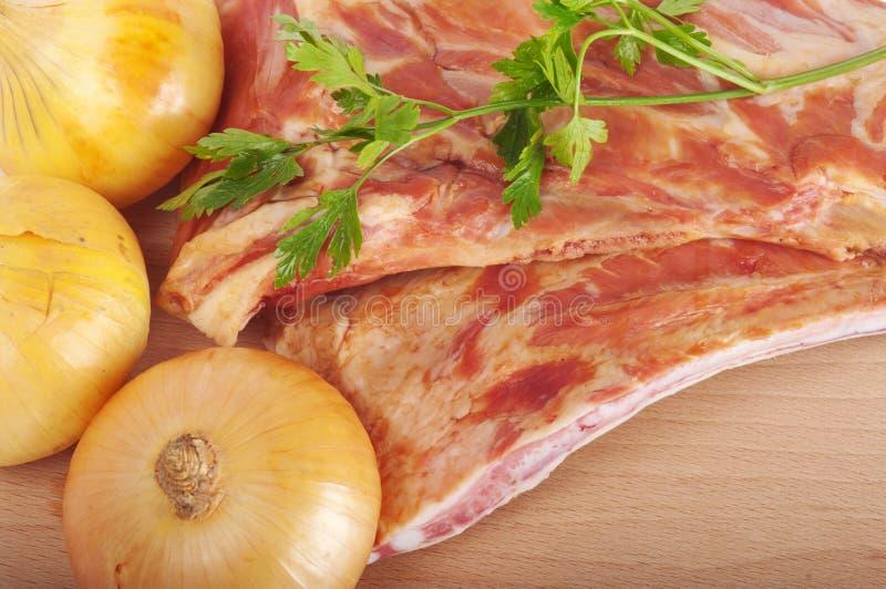 Schweinefleisch-Rippen und Gemüse lizenzfreie stockfotografie