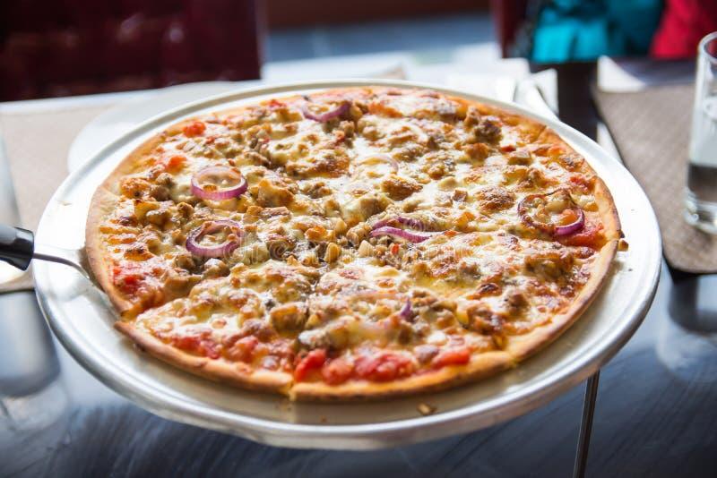Schweinefleisch sisig Pizza lizenzfreies stockbild