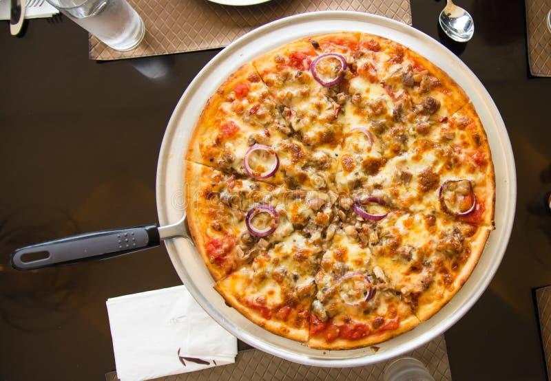 Schweinefleisch sisig Pizza lizenzfreie stockfotografie