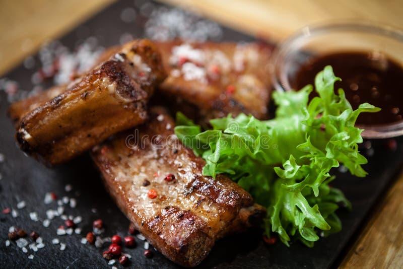 Schweinefleischbrust auf Rippe stockfoto