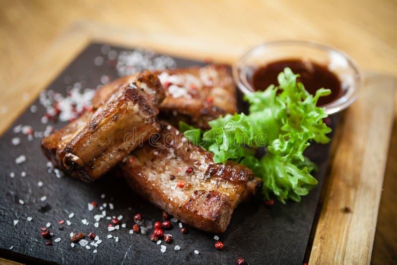Schweinefleischbrust auf Rippe lizenzfreie stockbilder