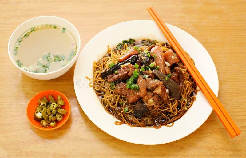 Schweinefleischnudel. asiatische Schweinefleischnudel lizenzfreie stockbilder