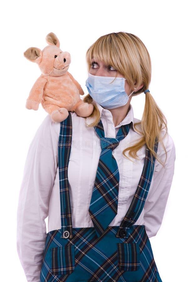 Schweingrippevirus. Schulmädchen mit Schablone ist ängstlichschwein lizenzfreies stockfoto