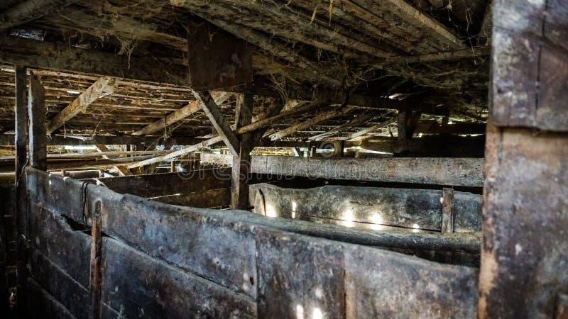 Schweinschweinestall einer alten Ranch lizenzfreie stockbilder
