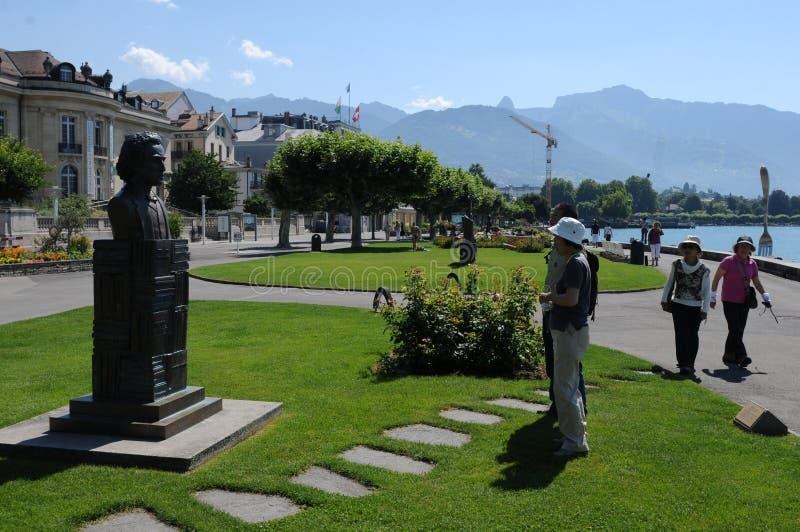 Schweiz: Den Charlie Japlin monumentet i den Vevey staden på sjön geneva arkivbilder
