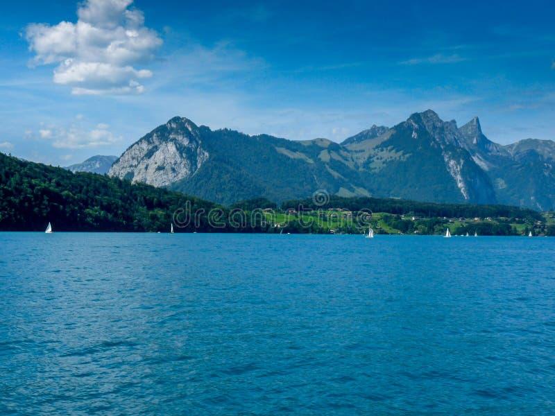Schweiz Lauterbrunnen, SCENISK SIKT AV HAVET OCH BERG AGA arkivbild