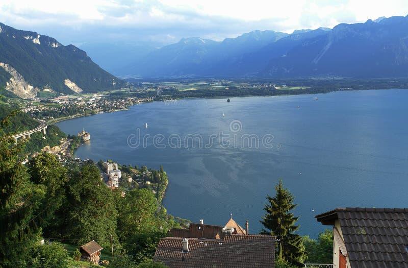 Schweiz: Sikten från Glion ovanför Montreux stads- och sjöGenève till kantonen Wallis arkivfoto