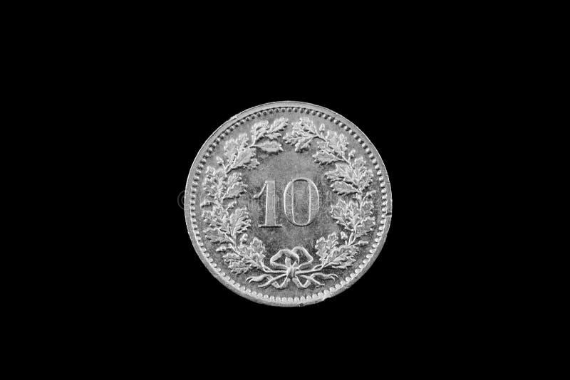 Schweizare tio Centimes mynt som isoleras på svart royaltyfria bilder