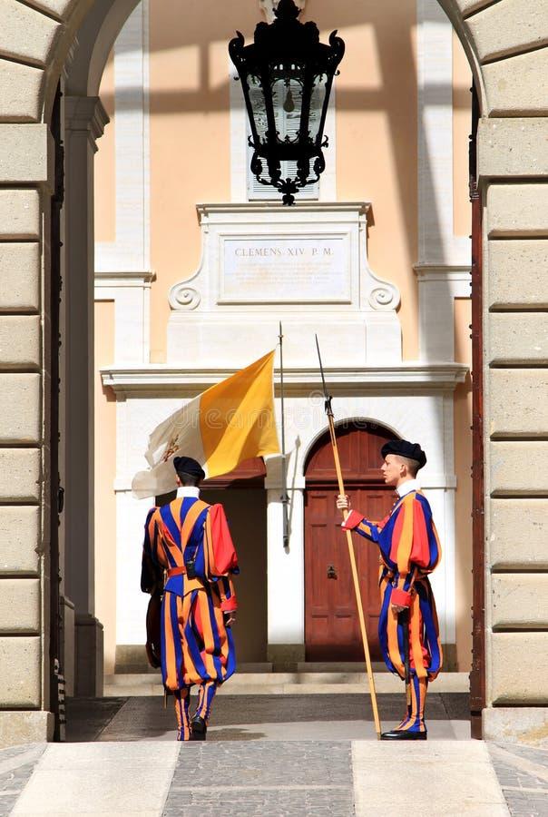 Schweizer Abdeckungen nähern sich Sommerwohnsitz von Papst, Castel Gandolfo lizenzfreies stockbild