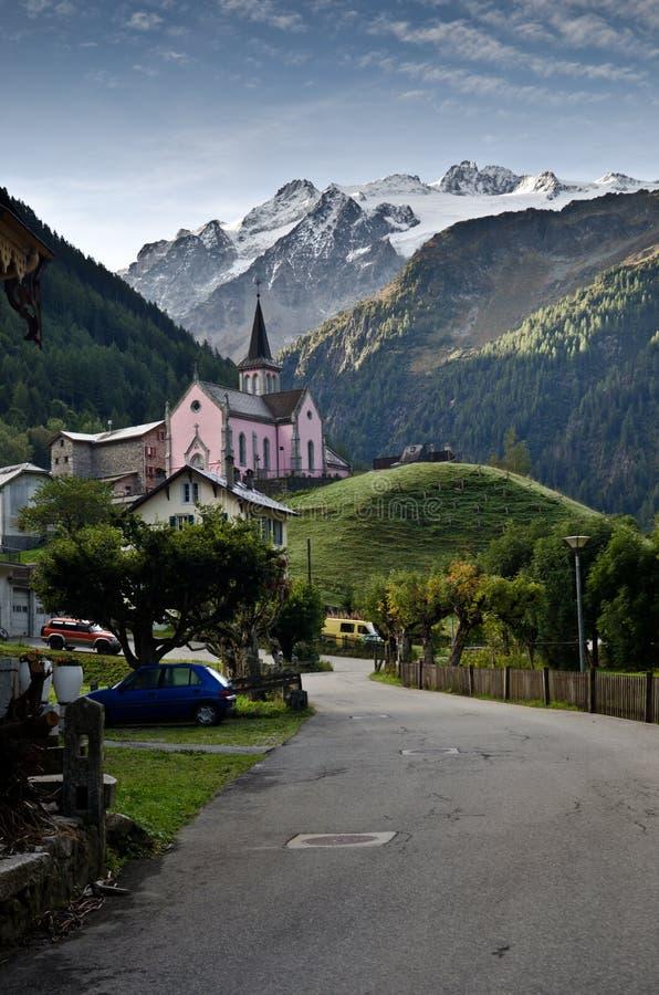 Schweizer alpines Dorf stockfotos