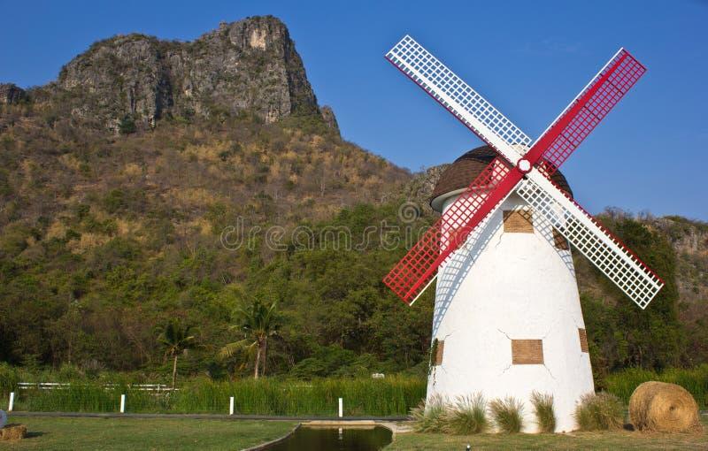 Schweizer Schafe bewirtschaften windmill10 lizenzfreie stockbilder