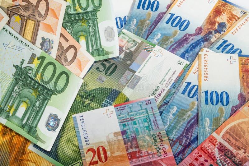 Schweizer- und EU-Banknoten lizenzfreie stockbilder