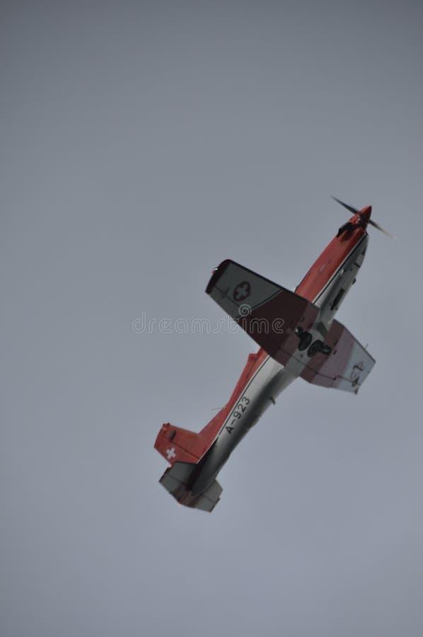 Schweizisk armé PC-7 Airshow ovanför himmel för ZÃ-¼richs royaltyfri foto