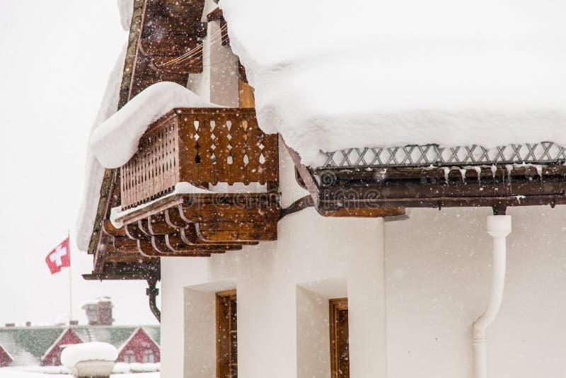 Schweizisk chalet arkivbild