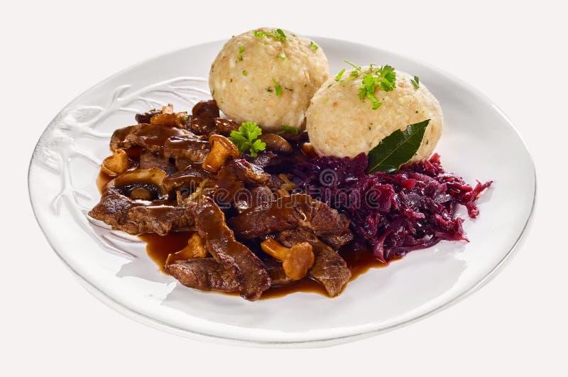Schweizisk ragu från Zurich med remsor av kött royaltyfria foton