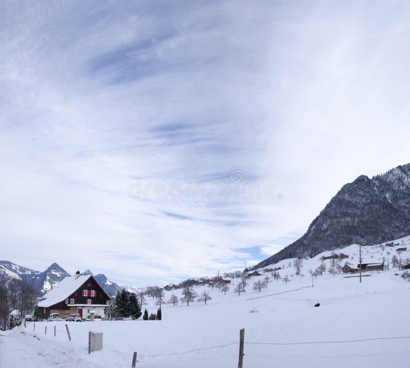 schweiziska chalets royaltyfria foton