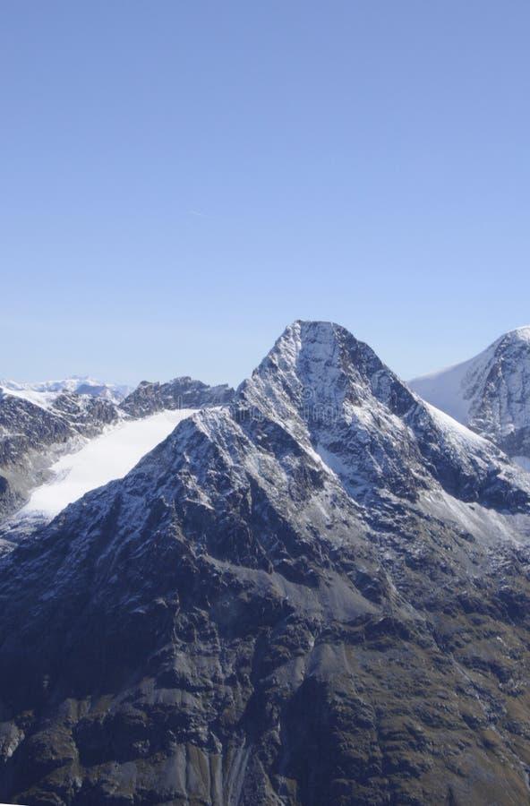 Schweiziska fjällängar: Den Bernina-Palà ¼en - berg från Piz Corvatsch arkivbild