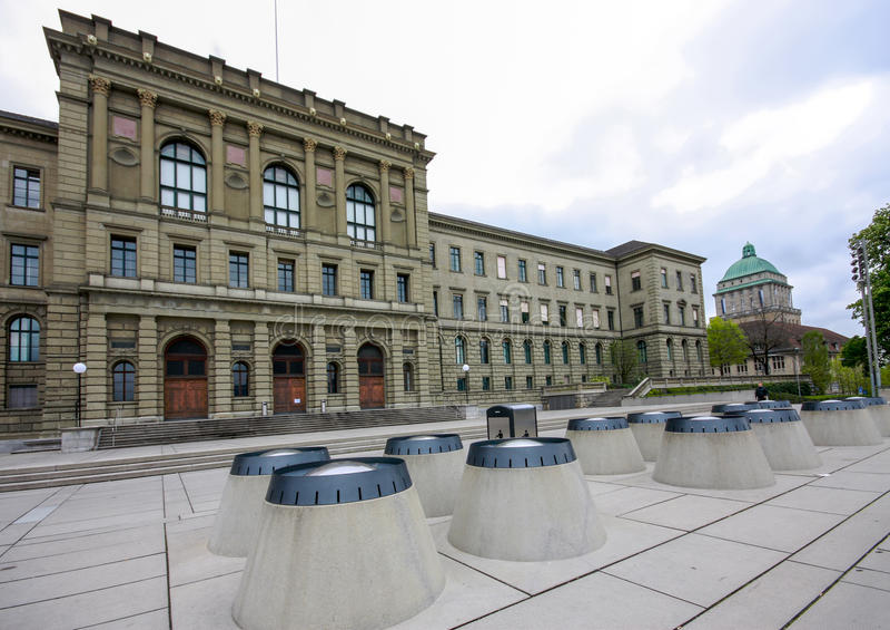 Schweiziskt federalt institut av teknologibyggnad i Zurich arkivbilder