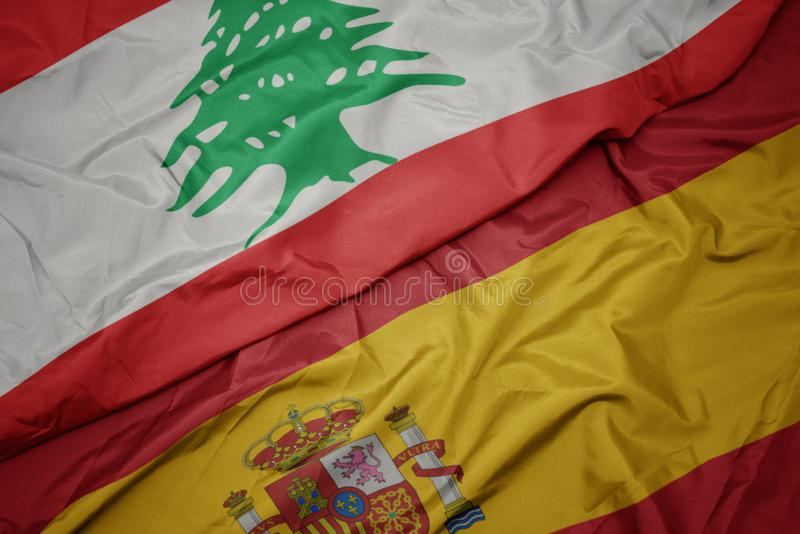 schwellende farbenfrohe Flagge und nationale Flagge von lebanon stockfotos