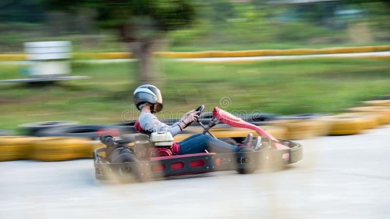 Schwenk eines Gehungs-kartrennläufers lizenzfreies stockbild