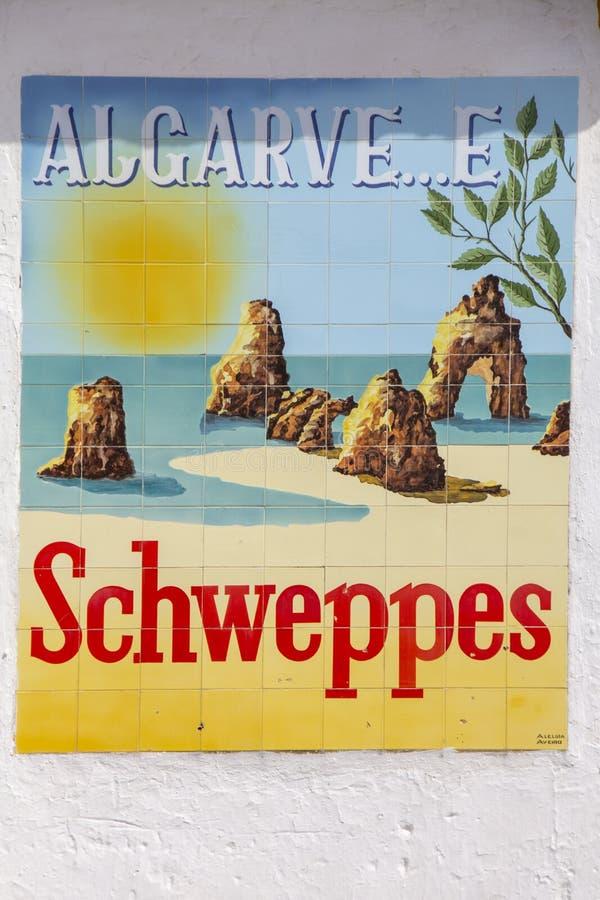 Schweppes annonsering och Algarve royaltyfria bilder