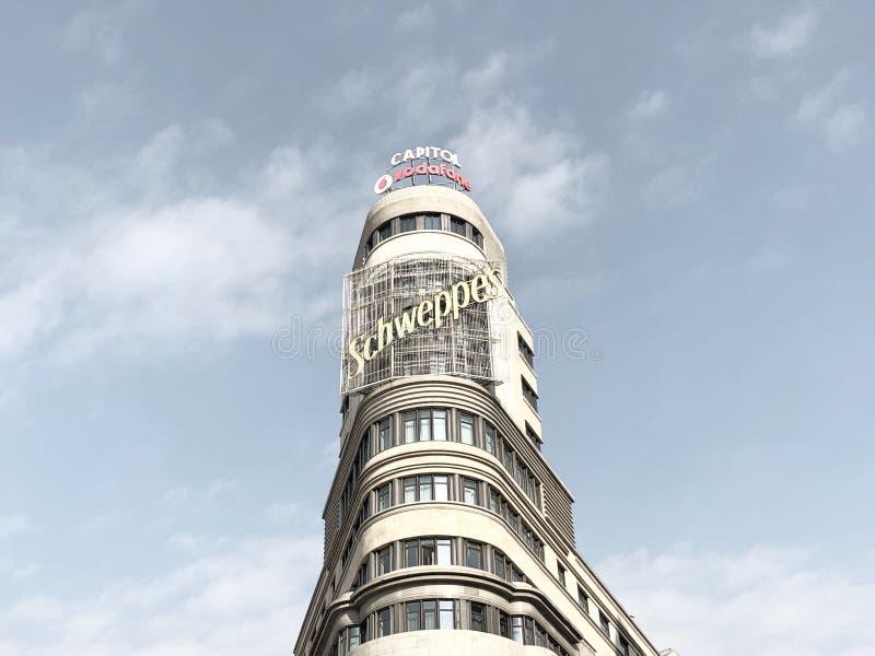 Schweppes torn i Gran Via, Madrid royaltyfri foto