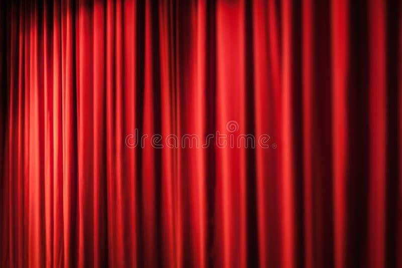 Schwere rote Vorhänge lizenzfreie stockbilder
