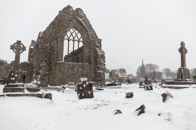 Schwere Schneefälle an Athenry-Kloster lizenzfreies stockfoto