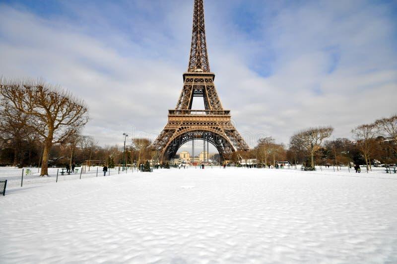 Schwere Schneefälle in Paris lizenzfreie stockfotos