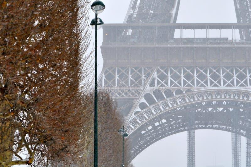 Schwere Schneefälle in Paris stockfotografie