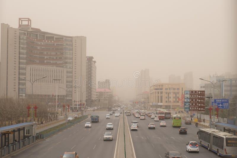 Schwere Smogverschmutzung schlägt Peking, China stockfotografie