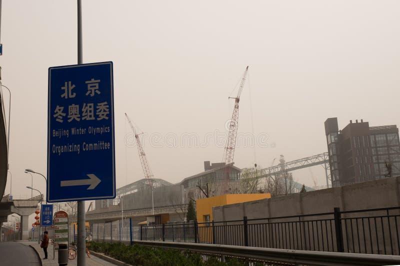 Schwere Smogverschmutzung schlägt Peking, China stockfotos