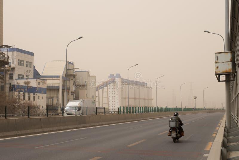 Schwere Smogverschmutzung schlägt Peking, China lizenzfreies stockbild