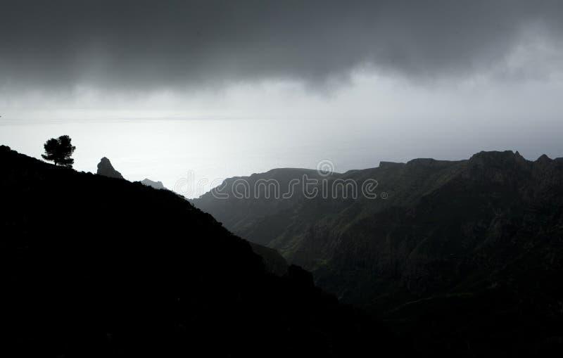 Schwermütiger Berg stockfotografie