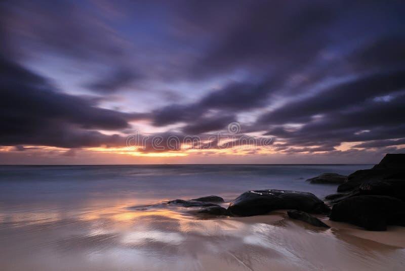 Schwermütiger Sonnenaufgangmeerblick lizenzfreie stockfotografie