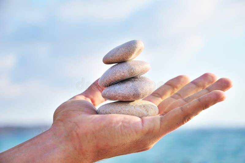 Schwerpunkt, Harmonie und Idyll sind in Ihnen besitzen Hände stockfoto