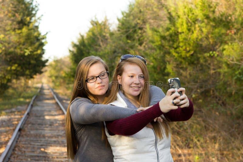 Schwestern Selfie lizenzfreies stockbild