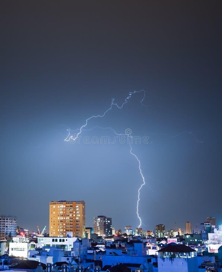 Schwieriger Thunderbolt stockfotografie