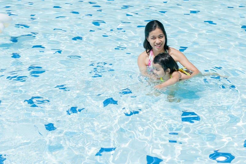 schwimmen lizenzfreie stockfotografie