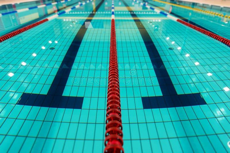 Schwimmen-Wege lizenzfreie stockfotografie
