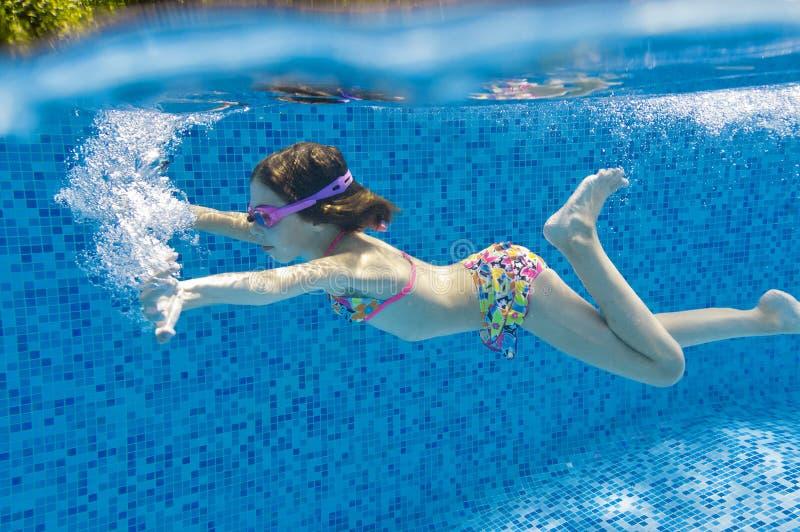 Schwimmenkind lizenzfreies stockfoto